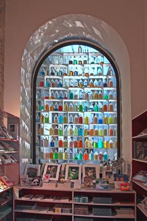 http://www.borisraux.com/english/files/gimgs/76_881vue-boutique.jpg