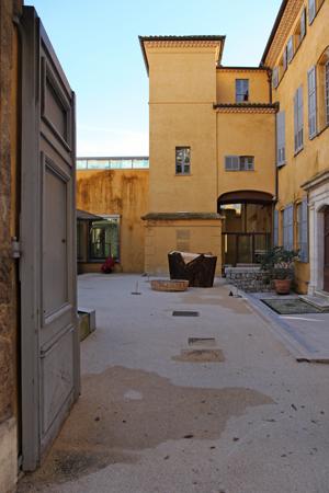 http://www.borisraux.com/files/gimgs/88_1centaure-sirene-vue-porte-musee_v2.jpg